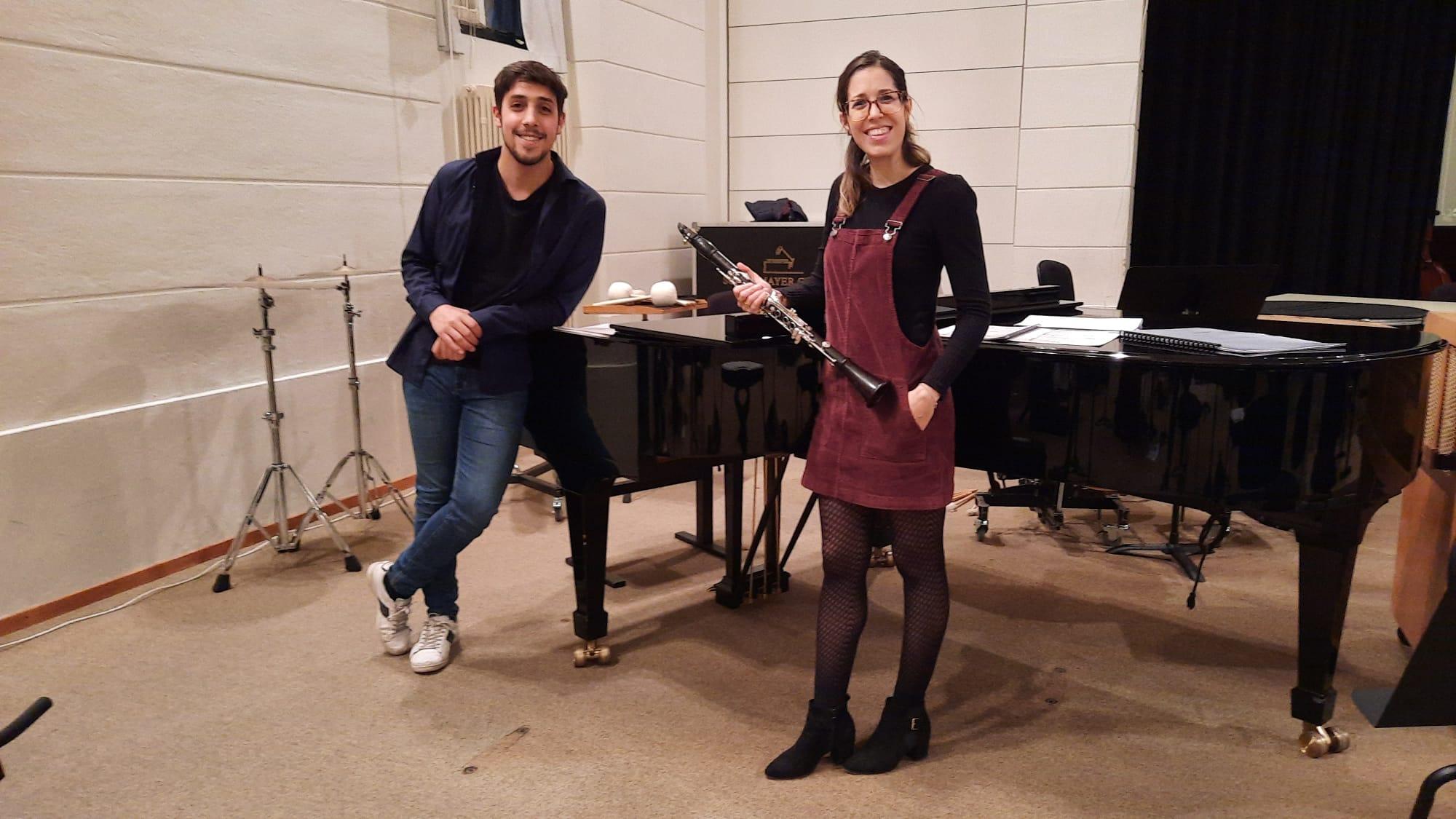 Alba y Roberto y la historia de la sirena del colegio.